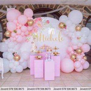 Mẫu trang trí sinh nhật cho bé gái tông màu hồng với backdrop tròn