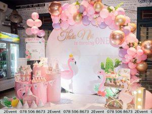 Mẫu trang trí sinh nhật với chủ đề đại dương với tông màu hồng cho bé gái