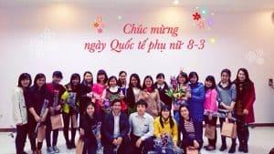 Mừng ngày 8/3 tại cơ quan ở Việt Nam